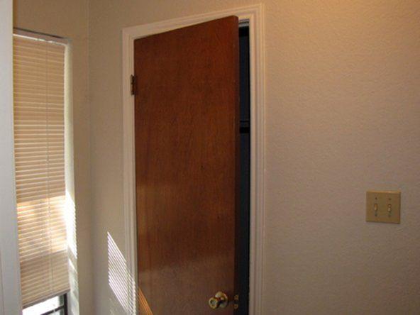 Тайник в двери