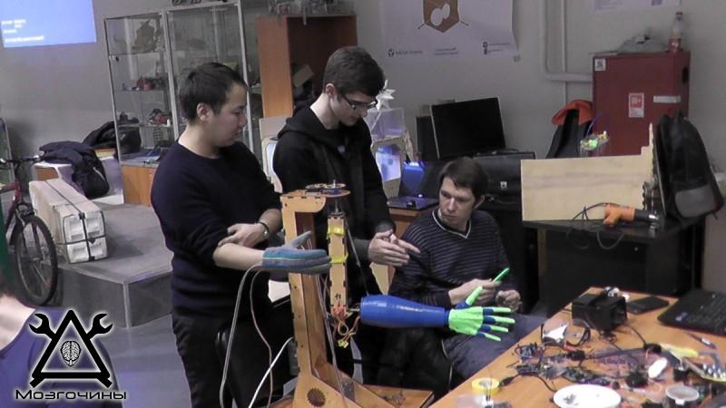 Рука робота своими руками. Управляемая механическая рука и перчатка. Школа FabLab. Самоделки (www.mozgochiny.ru) - 001 (12)
