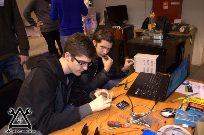 Рука робота своими руками. Управляемая механическая рука и перчатка. Школа FabLab. Самоделки (www.mozgochiny.ru) - 001 (17)
