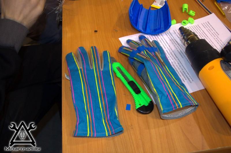 Рука робота своими руками. Управляемая механическая рука и перчатка. Школа FabLab. Самоделки (www.mozgochiny.ru) - 001 (24)