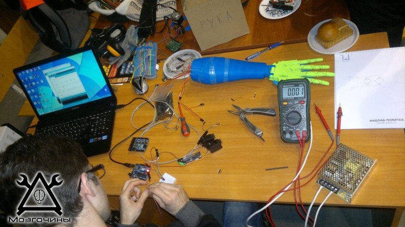 Рука робота своими руками. Управляемая механическая рука и перчатка. Школа FabLab. Самоделки (www.mozgochiny.ru) - 001 (6)