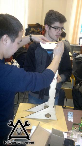Рука робота своими руками. Управляемая механическая рука и перчатка. Школа FabLab. Самоделки (www.mozgochiny.ru) - 001 (8)