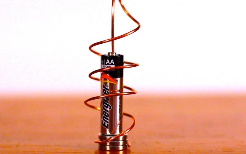 Самый простой электромотор в мире своими руками (6)