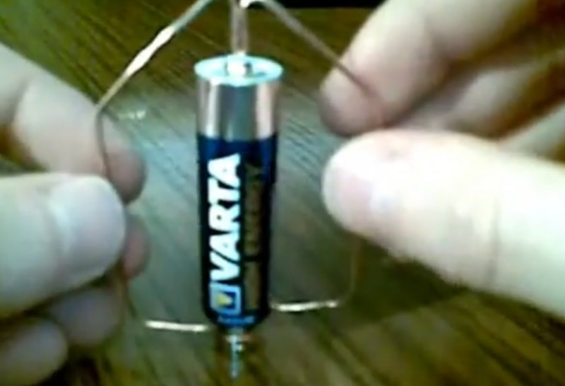 Самый простой электромотор в мире своими руками (7)