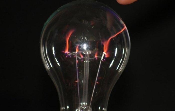 плазменный светильник из лампы