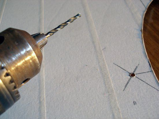 Крепежные отверстия для сетки делаем 3 мм сверлами