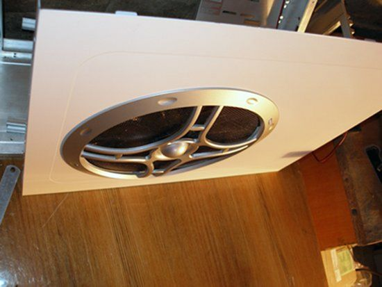 Общий вид вентилятора Globefan 220mm Blue LED, установленного на стенку