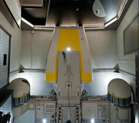 Самодельная детская комната в виде космического корабля