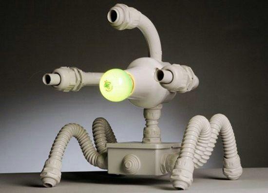 Интересный светильник-ночник в виде робота