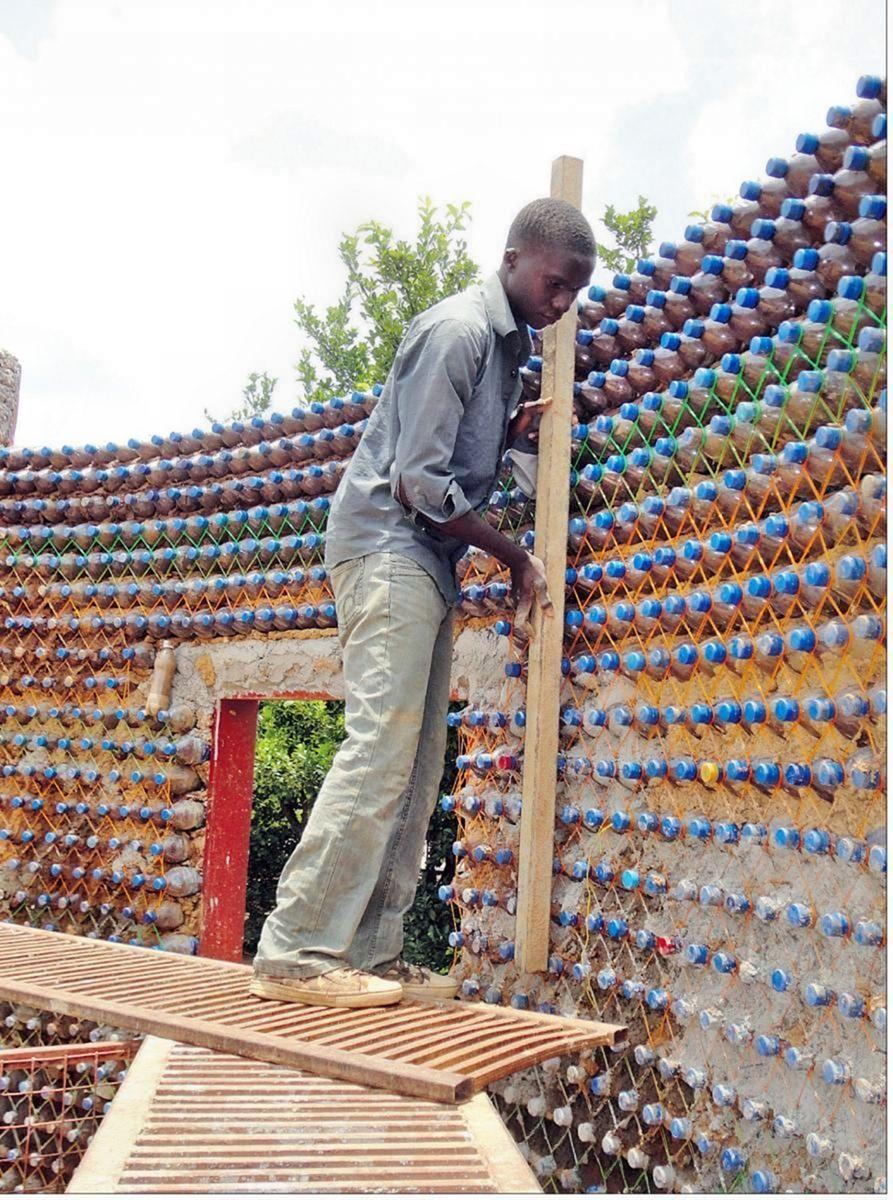 Стены из бутылок своими руками 46