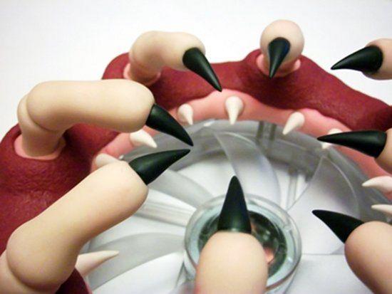 Обратите внимание на мелкие зубки на внутренней десне