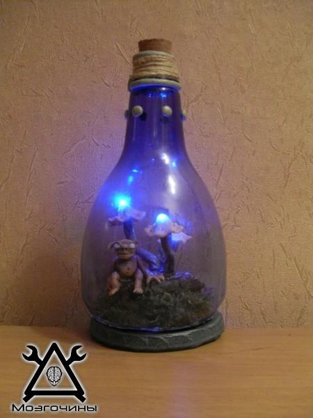 Светильник ночник кто-то в бутылке