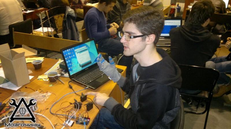 Рука робота своими руками. Управляемая механическая рука и перчатка. Школа FabLab. Самоделки (www.mozgochiny.ru) - 001 (10)