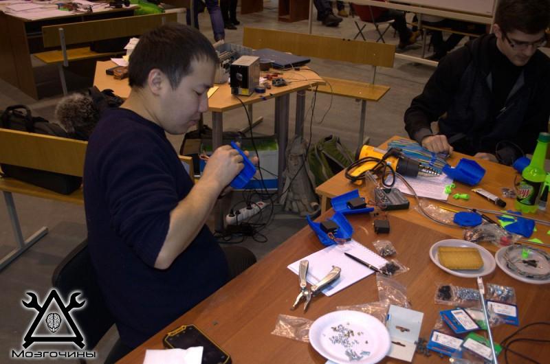 Рука робота своими руками. Управляемая механическая рука и перчатка. Школа FabLab. Самоделки (www.mozgochiny.ru) - 001 (20)