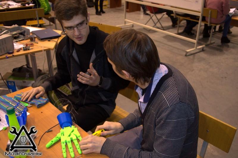 Рука робота своими руками. Управляемая механическая рука и перчатка. Школа FabLab. Самоделки (www.mozgochiny.ru) - 001 (21)