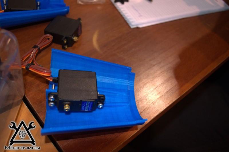 Рука робота своими руками. Управляемая механическая рука и перчатка. Школа FabLab. Самоделки (www.mozgochiny.ru) - 001 (25)