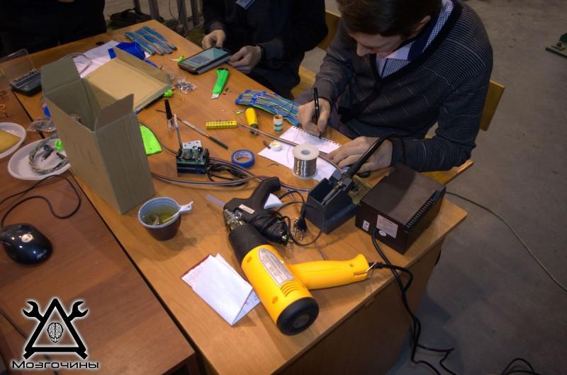 Рука робота своими руками. Управляемая механическая рука и перчатка. Школа FabLab. Самоделки (www.mozgochiny.ru) - 001 (28)
