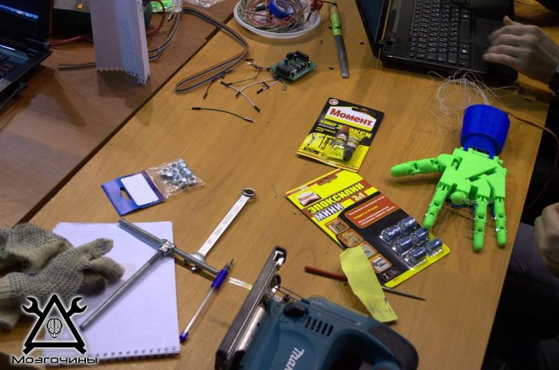 Рука робота своими руками. Управляемая механическая рука и перчатка. Школа FabLab. Самоделки (www.mozgochiny.ru) - 001 (38)