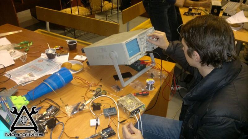 Рука робота своими руками. Управляемая механическая рука и перчатка. Школа FabLab. Самоделки (www.mozgochiny.ru) - 001 (7)