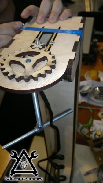 Рука робота своими руками. Управляемая механическая рука и перчатка. Школа FabLab. Самоделки (www.mozgochiny.ru) - 001 (9)