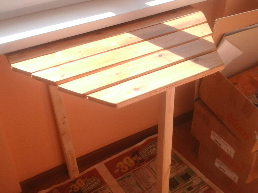 Откидной стол для балкона своими руками.