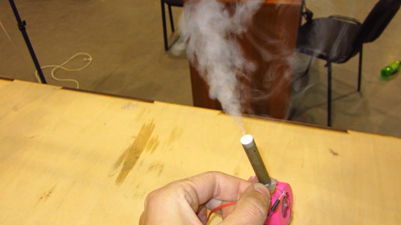 Как сделать портативный дымогенератор для фокусов своими руками - www.mozgochiny.ru (7)