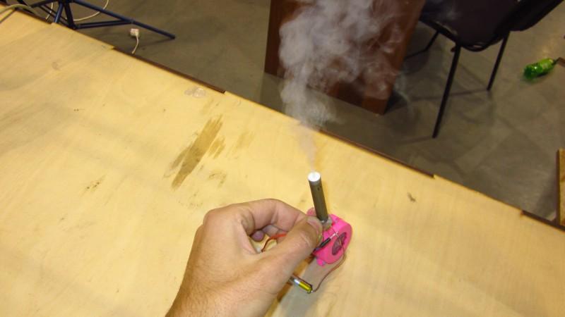 Как сделать портативный дымогенератор для фокусов своими руками - www.mozgochiny.ru (8)