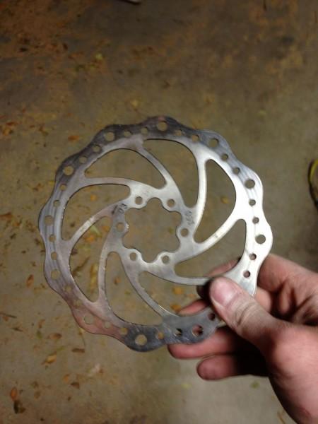 delaem-topor-iz-tormoznogo-diska2