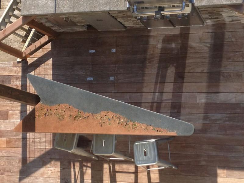 betonnyiy-stol-pesok-i-more20