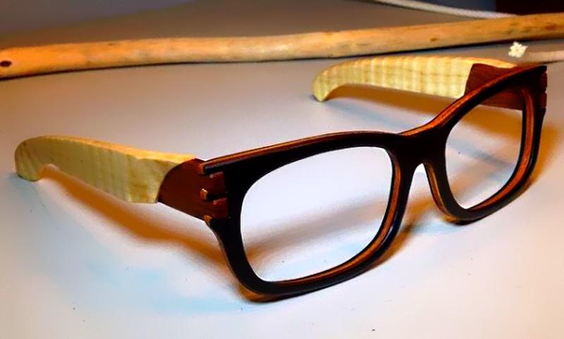 Стильные деревянные очки