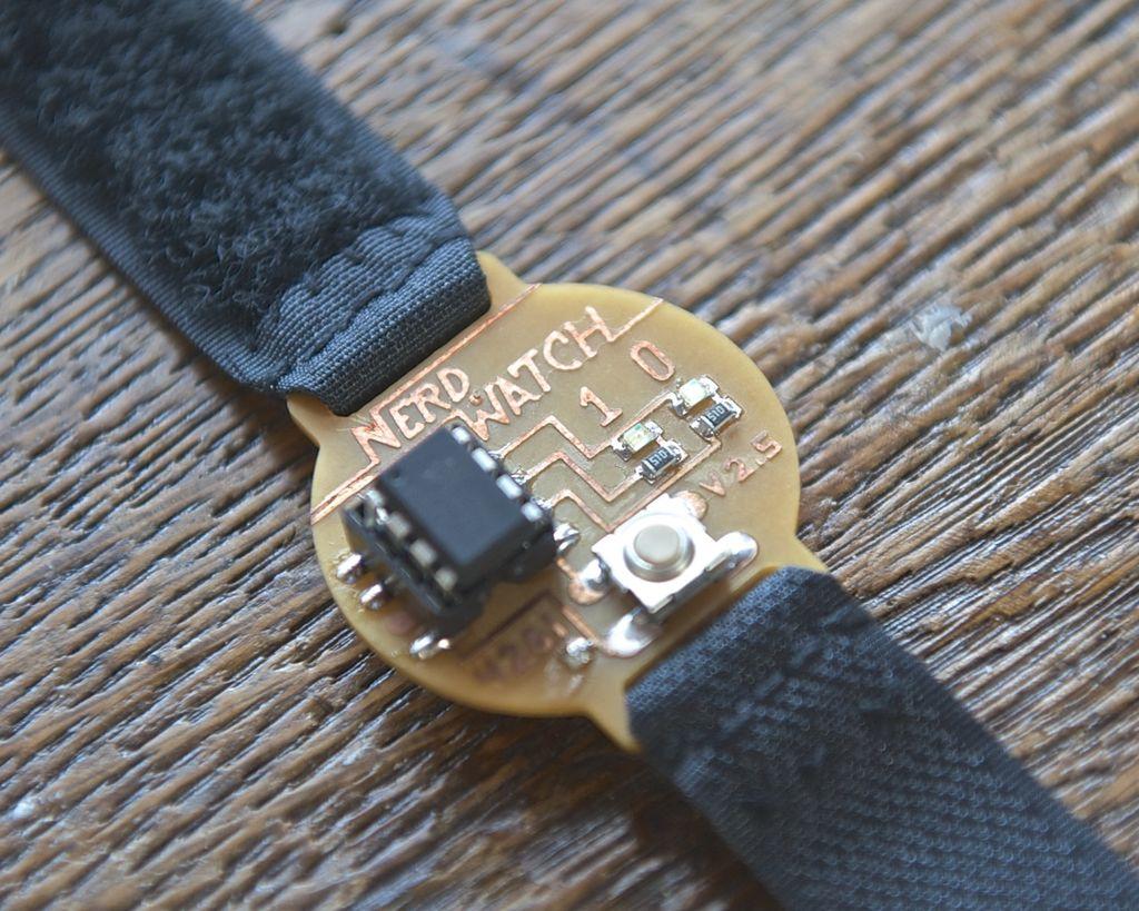 Цифровые часы наручные своими руками