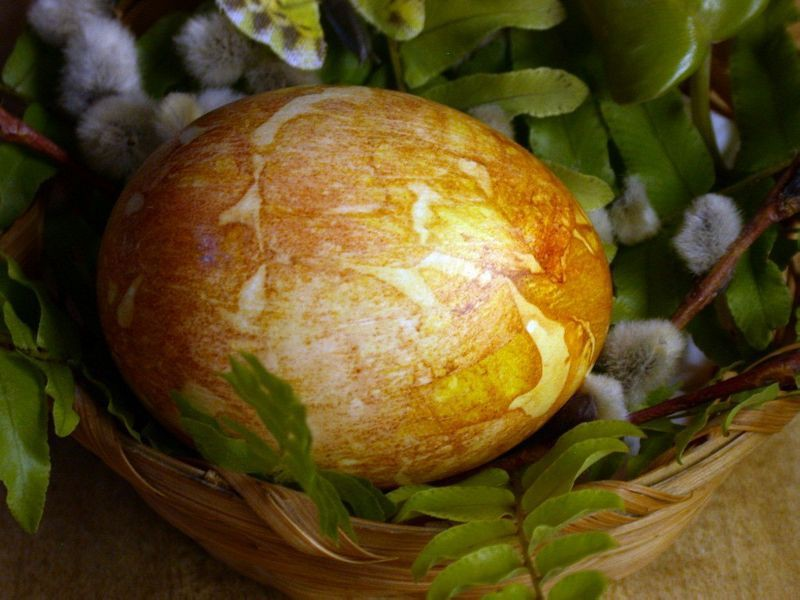 Onion Skin Easter Eggs