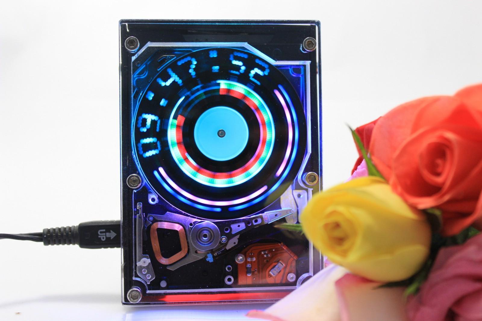 Электронные часы  из жестких дисков 197