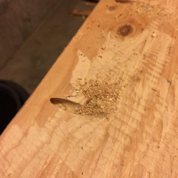 kak-sdelat-stol-iz-drevesnyih-obrezkov16