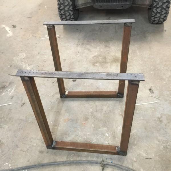 kak-sdelat-stol-iz-drevesnyih-obrezkov27