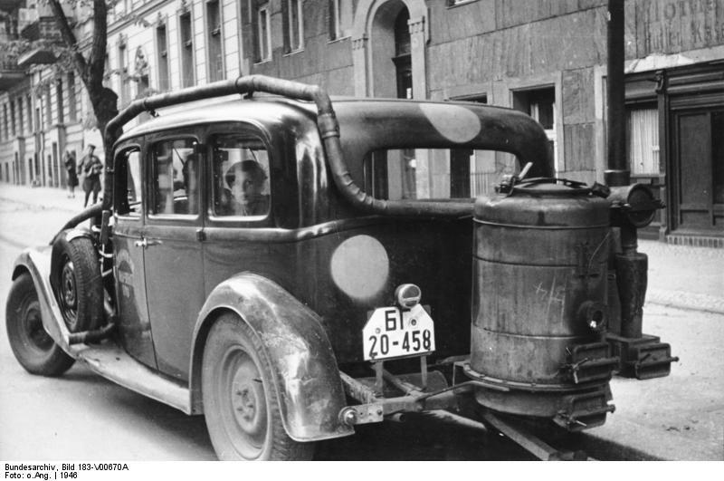 ADN-ZB/SNB Pkw mit Holzgasantrieb in Berlin 1946