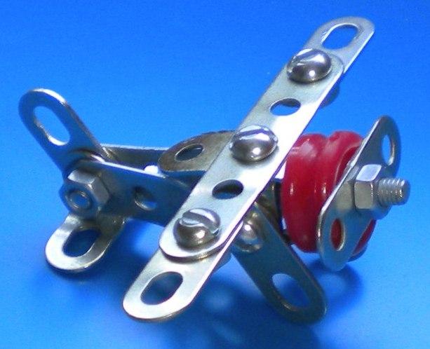 Модели из металлических конструкторов - примеры самоделок (26)