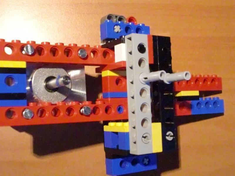 sobiraem-3d-printer-iz-lego-blokov-chast-132