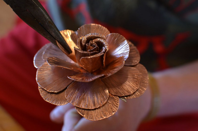 roza-iz-medi-svoimi-rukami17