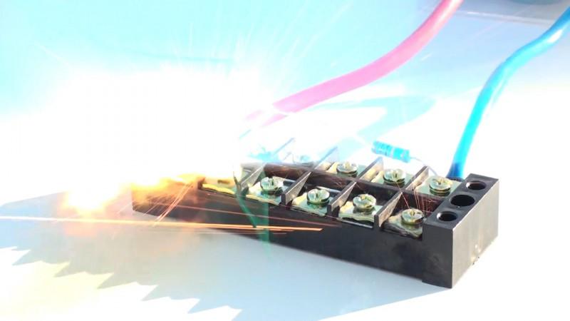 Подключаем LED и лампочку к 1000 вольтам.mp4_snapshot_01.11_[2016.04.28_13.55.42]