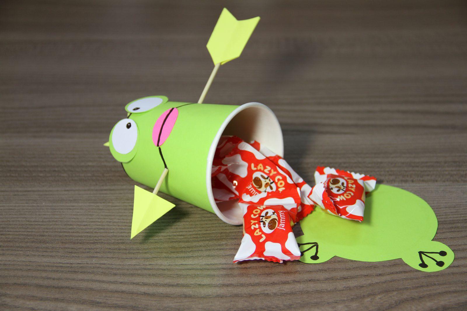 Как сделать лягушка из картона